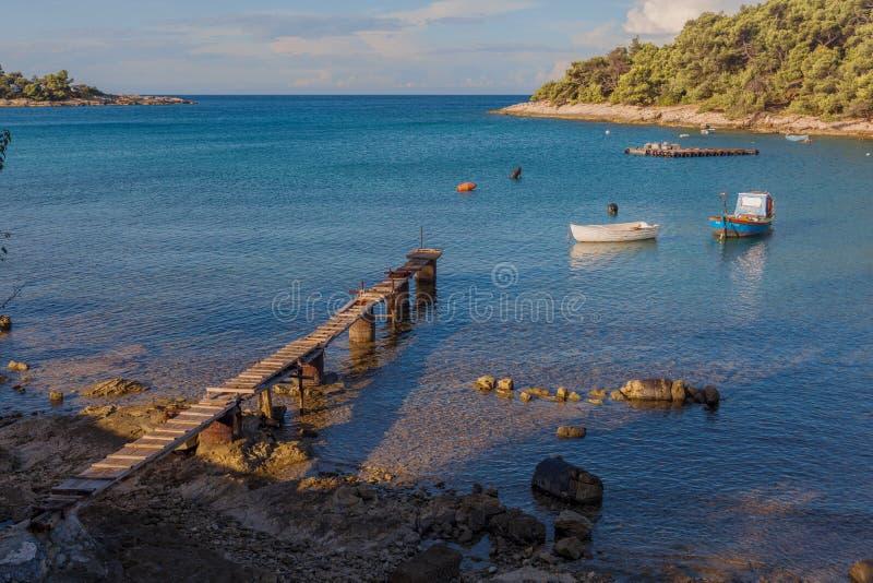 Pijler en bootlagune in Kroatisch stock afbeeldingen