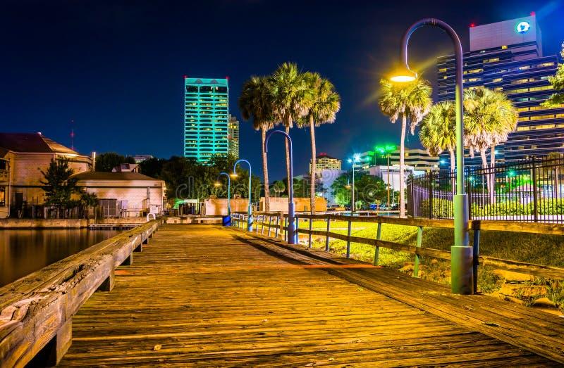 Pijler en gebouwen bij nacht in Jacksonville, Florida royalty-vrije stock foto