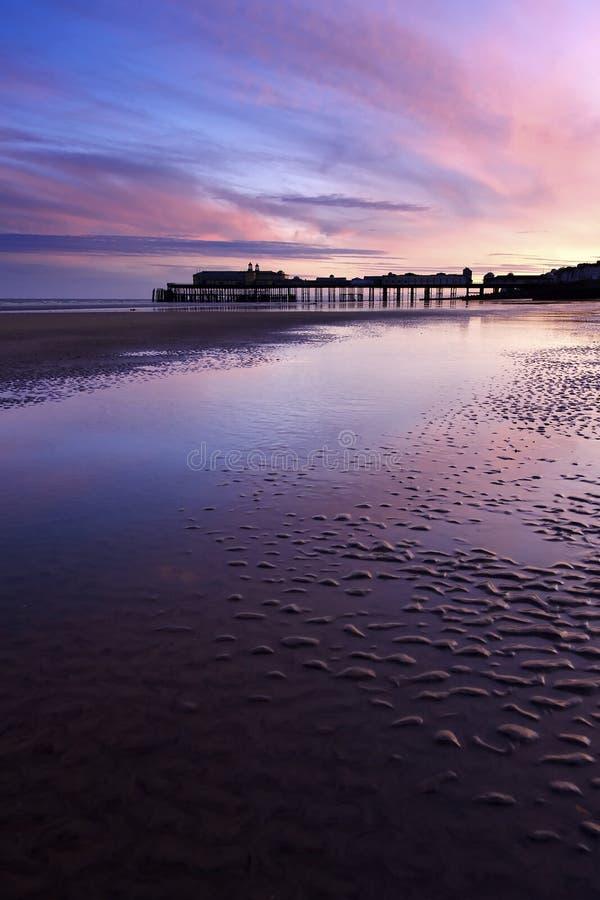 Pijler in mooie zonsondergang royalty-vrije stock afbeelding