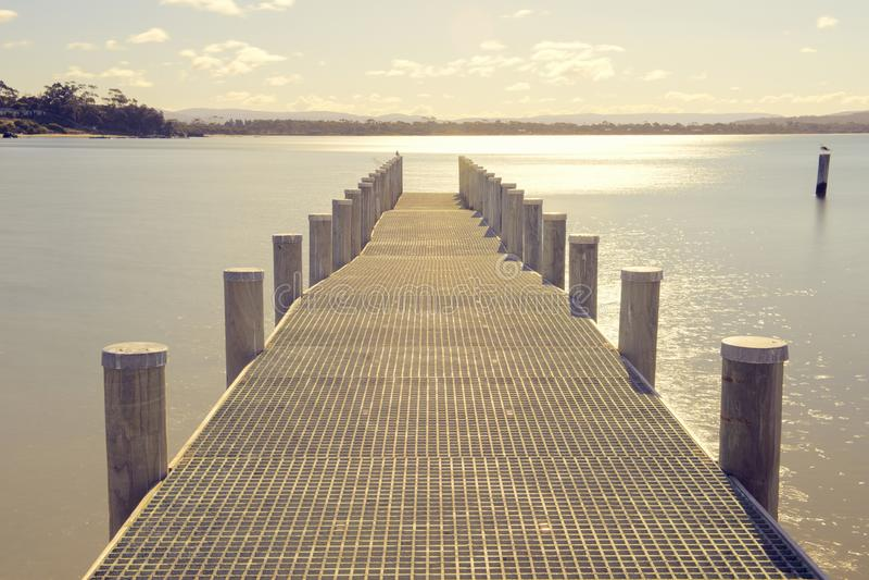 Pijler op het water in de stad van Swansea, Tasmanige stock foto