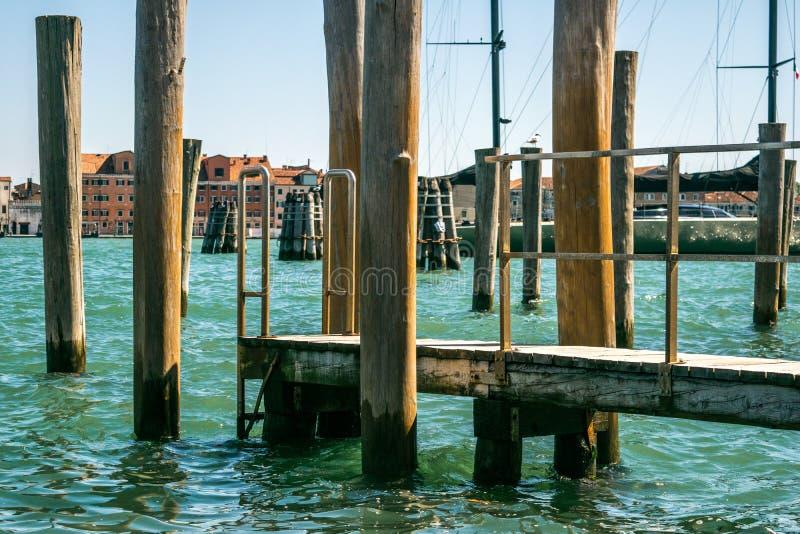 Pijler in Venetië, Italië stock foto's