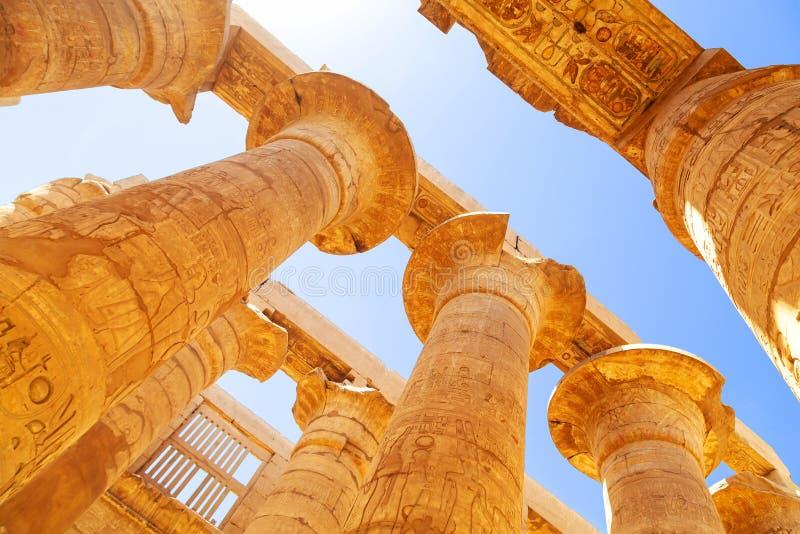 Pijlers van de Grote Hypostyle Zaal in Karnak stock afbeelding