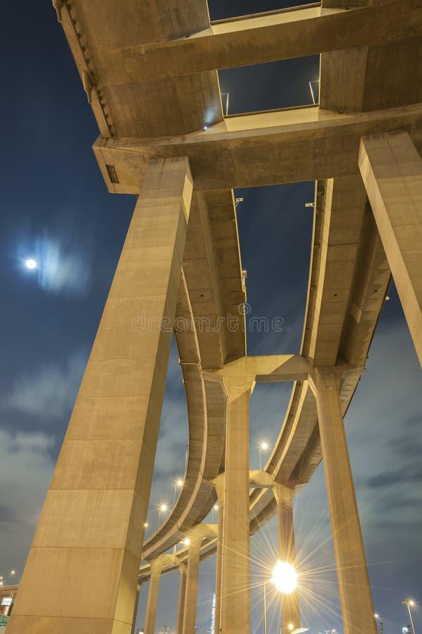 Pijlers van viaduct stock foto's