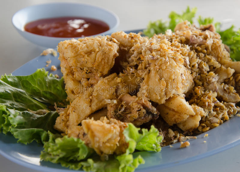 Pijlinktvis met knoflook en peper stock foto's