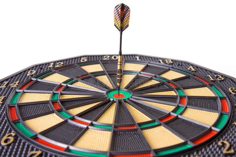 Pijltje in dartboard royalty-vrije stock afbeeldingen