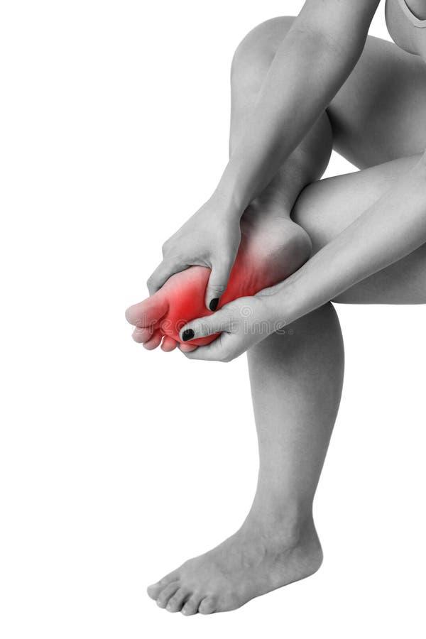 Pijn in vrouwen` s benen, massage van vrouwelijke die voeten op witte achtergrond wordt geïsoleerd royalty-vrije stock afbeelding