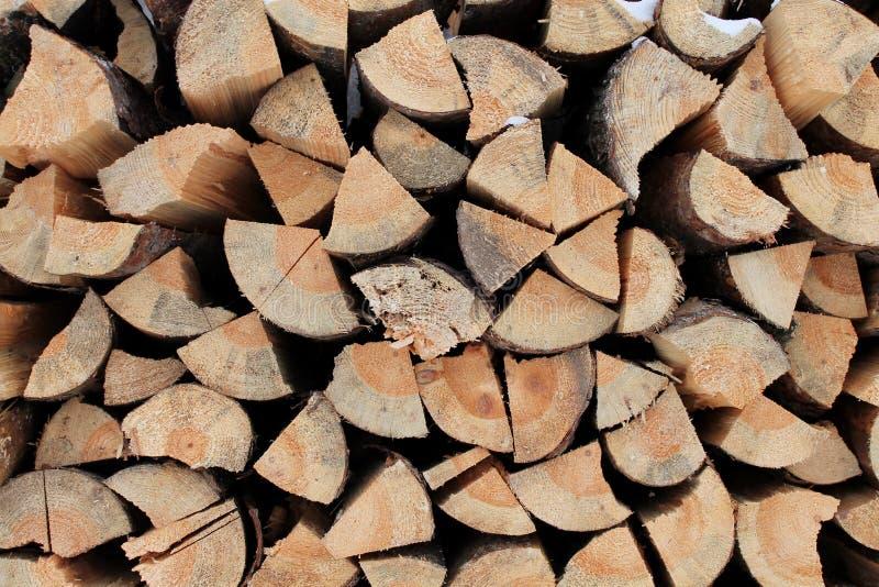 Pijnboomhout voor het aansteken van de oven stock afbeeldingen