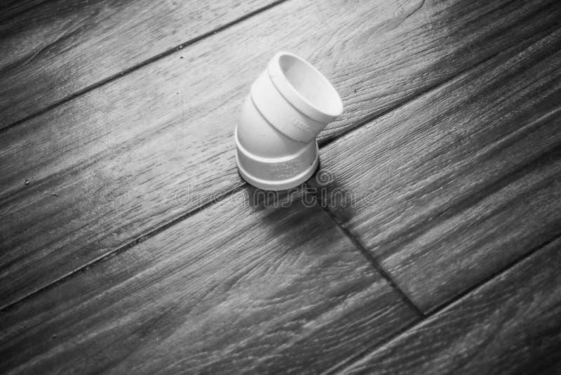 Pijp op de vloer stock afbeeldingen