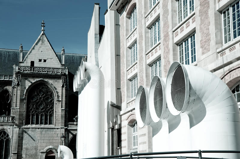 Pijpen HVAC voor Georges Pompidou centrum stock afbeelding