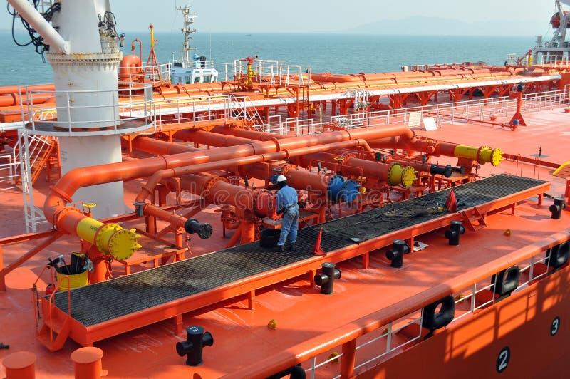 Pijpen op het dek van de tanker royalty-vrije stock afbeeldingen