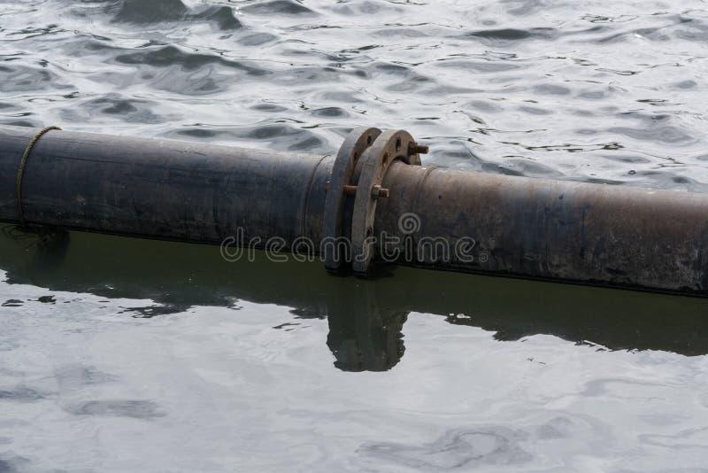Pijpen op het water royalty-vrije stock fotografie
