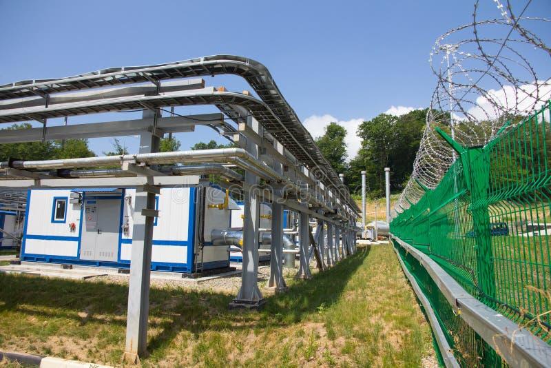 Pijpen van elektrische centrale stock afbeelding