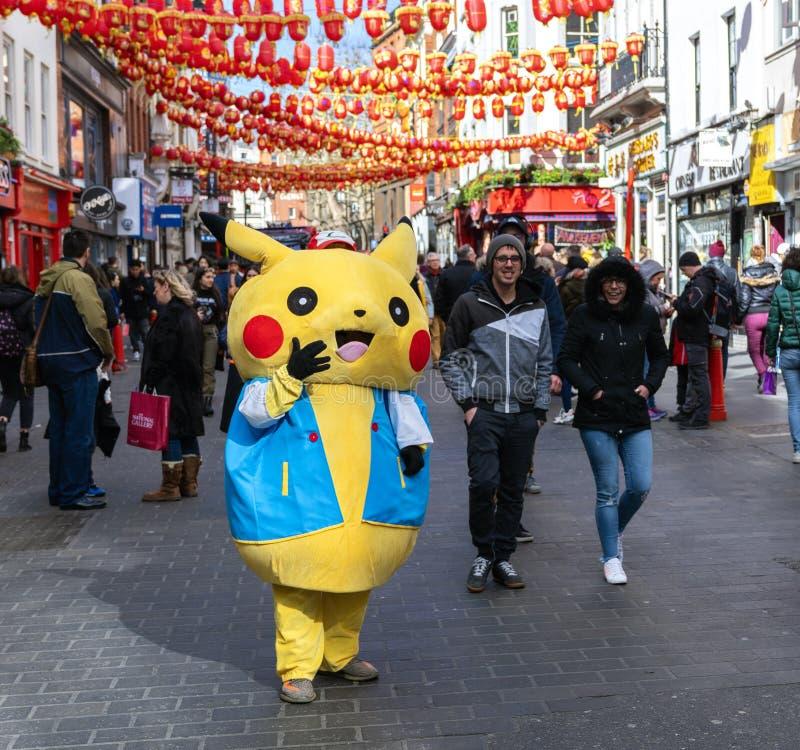 Pikachu Pokemon in China-Stadt, London lizenzfreie stockfotos