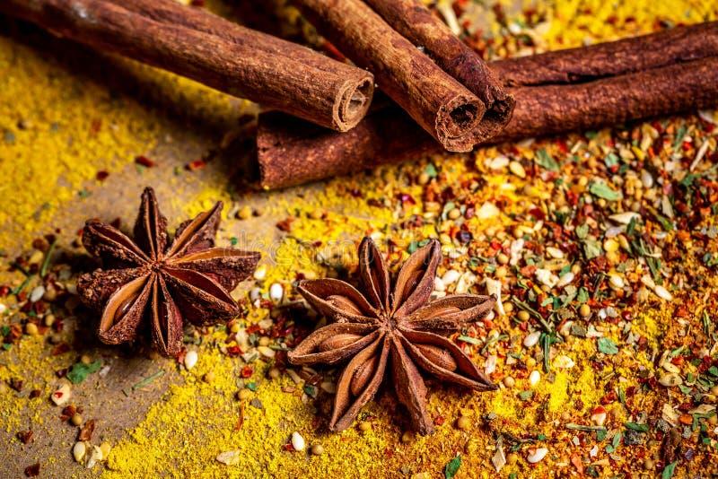 Pikantność i ziele Rozmaitość pikantność i śródziemnomorscy ziele knedle tła jedzenie mięsa bardzo wiele Indiańska kuchnia Na dre zdjęcia stock