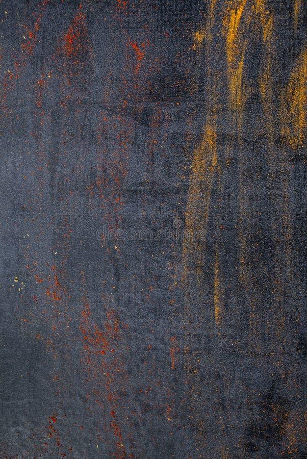 pikantność kolorowe przyprawy Curry, szafran, turmeric, cynamon i otheron, ciemny betonowy tło Pieprz Wielka kolekcja di obraz stock