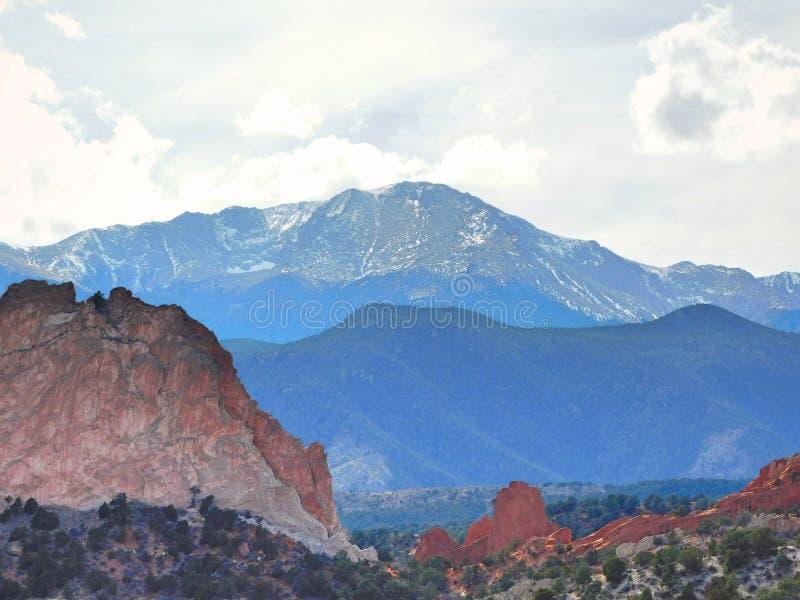 Pikes Peak-Colorado-Landschaft am Garten der Götter stockfotos
