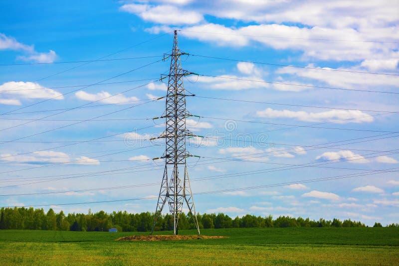 Pilão da transmissão da eletricidade foto de stock royalty free