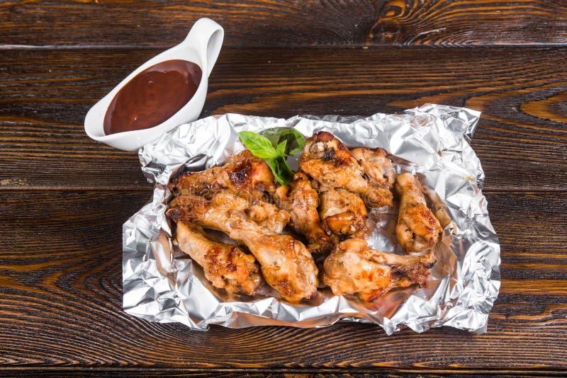 Pilão de frango frito com molho de assado Partes de m roasted fotos de stock