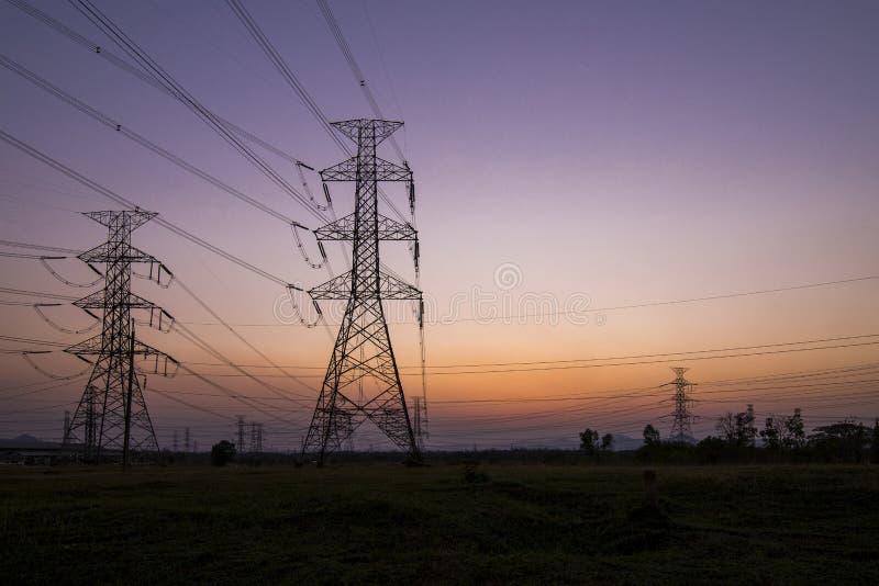 Pilões da eletricidade da silhueta fotografia de stock royalty free