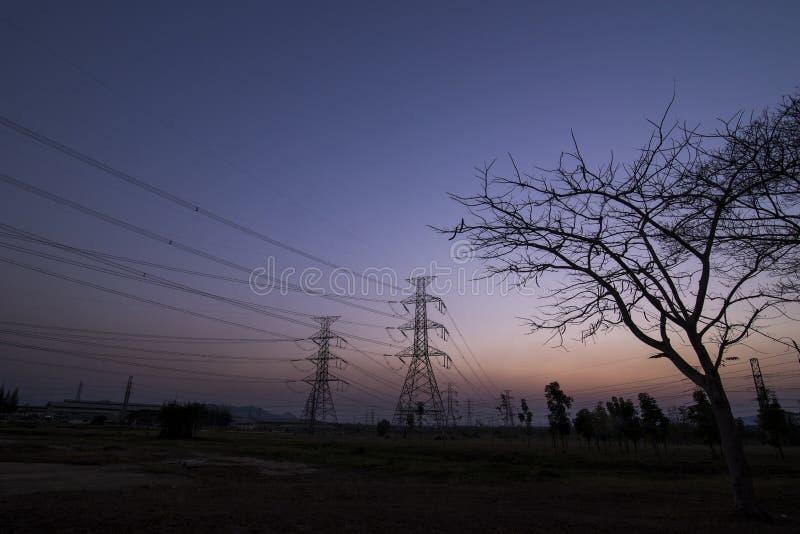 Pilões da eletricidade da silhueta fotos de stock