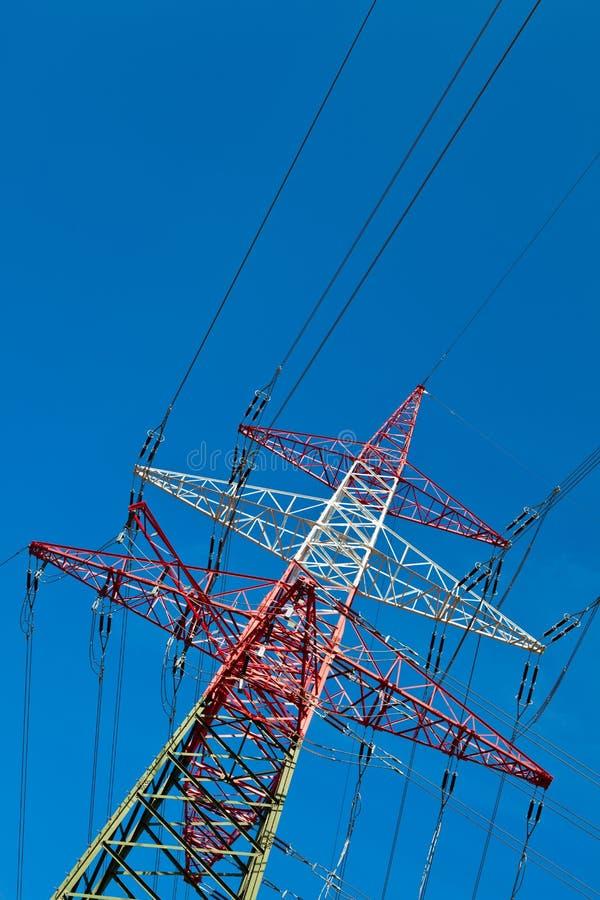 Pilões de uma linha eléctrica fotografia de stock