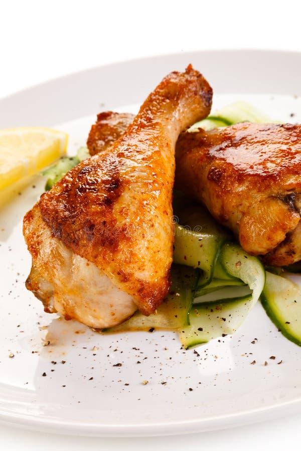 Pilões e vegetais grelhados de galinha imagem de stock royalty free