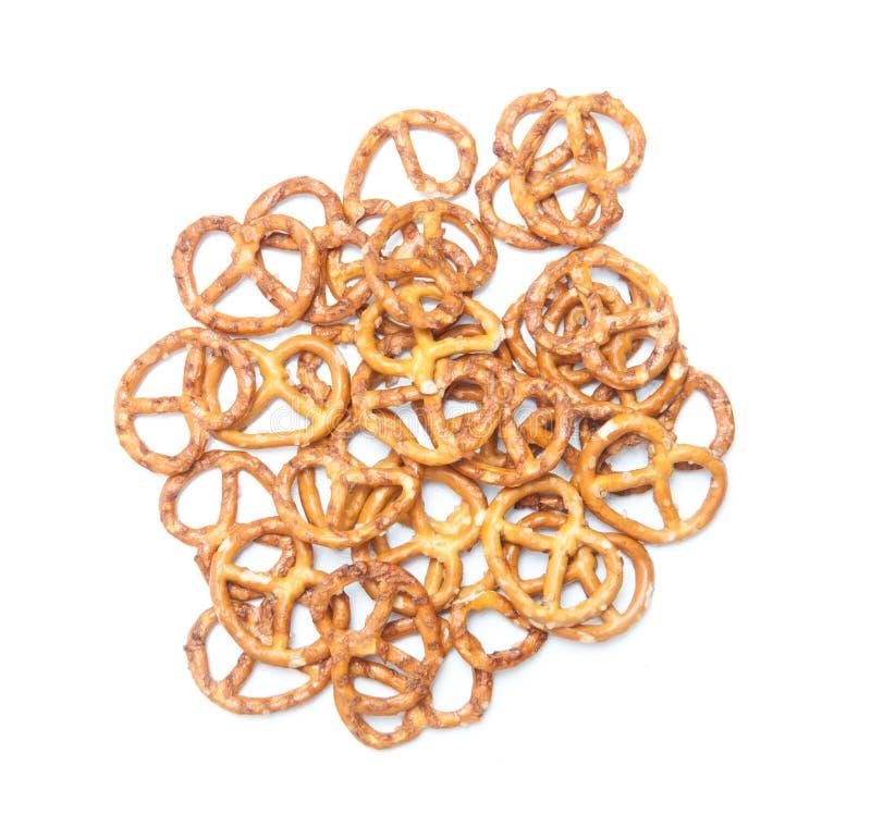 Pila aislada de los pretzeles foto de archivo