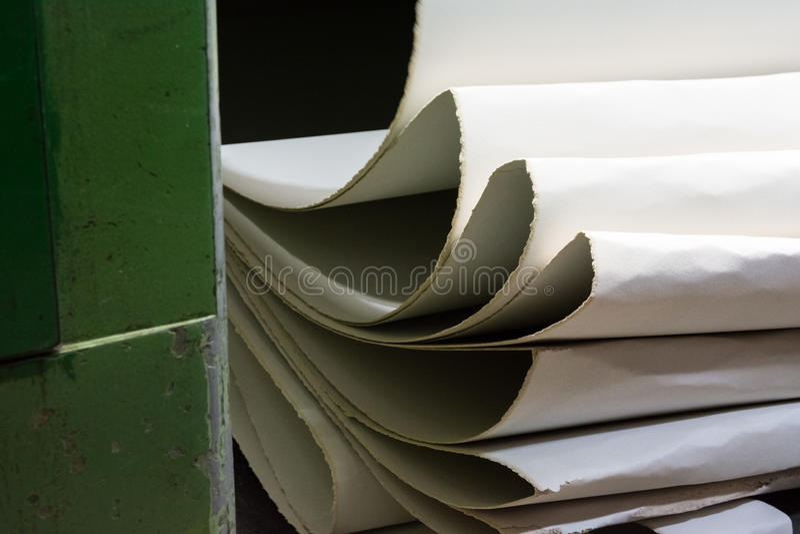 Pila bianca Runn di web di Mesh Production Rollers White Flowing della carta fotografia stock