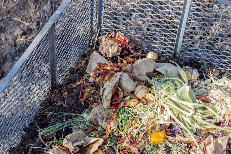 Pila colorida del estiércol vegetal foto de archivo