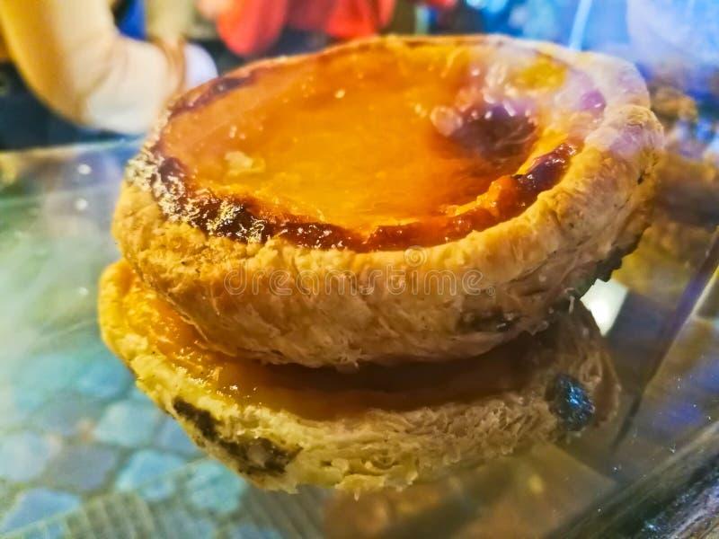 Pila croccante dolce di crostata portoghese dell'uovo immagini stock