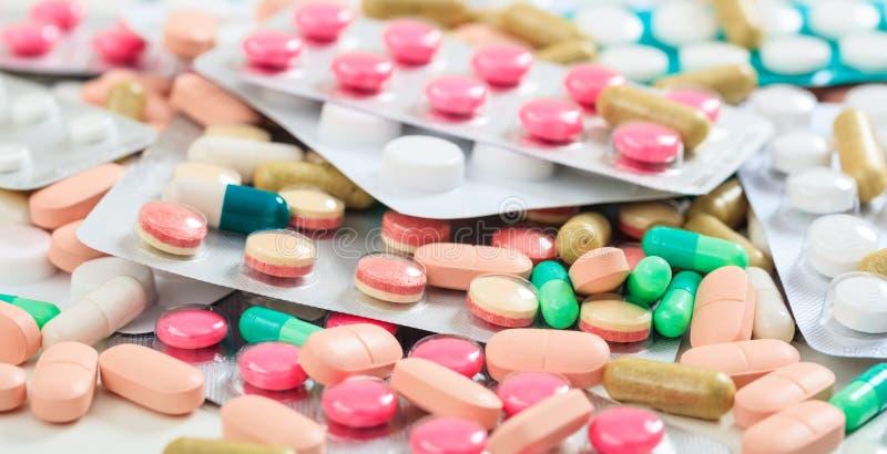 Pila de antecedentes completos de las píldoras imágenes de archivo libres de regalías