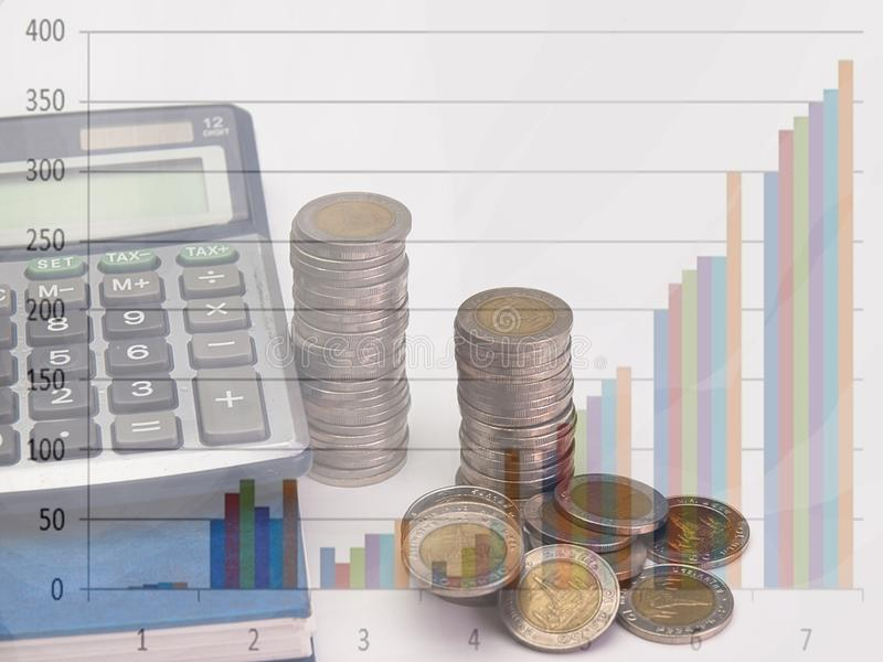 Pila de aumento de las monedas foto de archivo