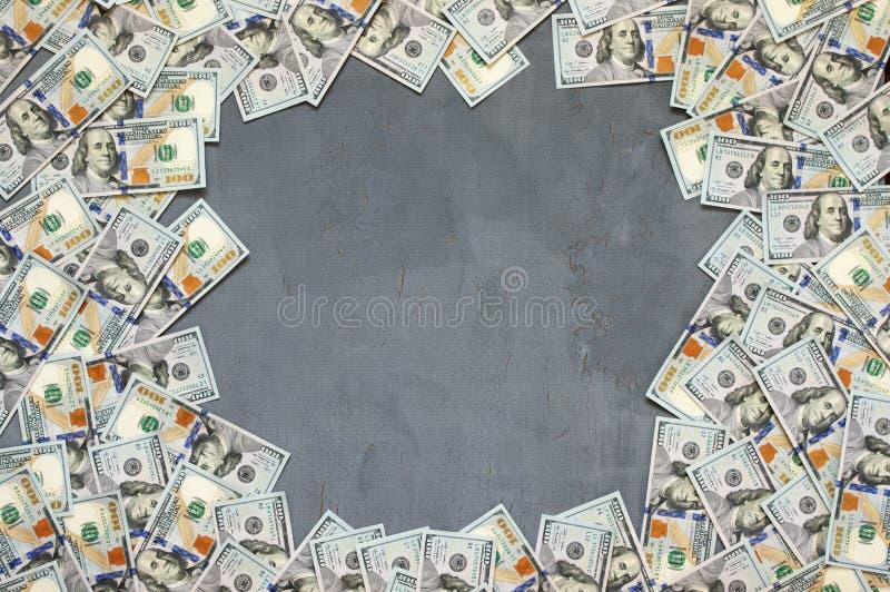 Pila de billetes de dólar fotos de archivo