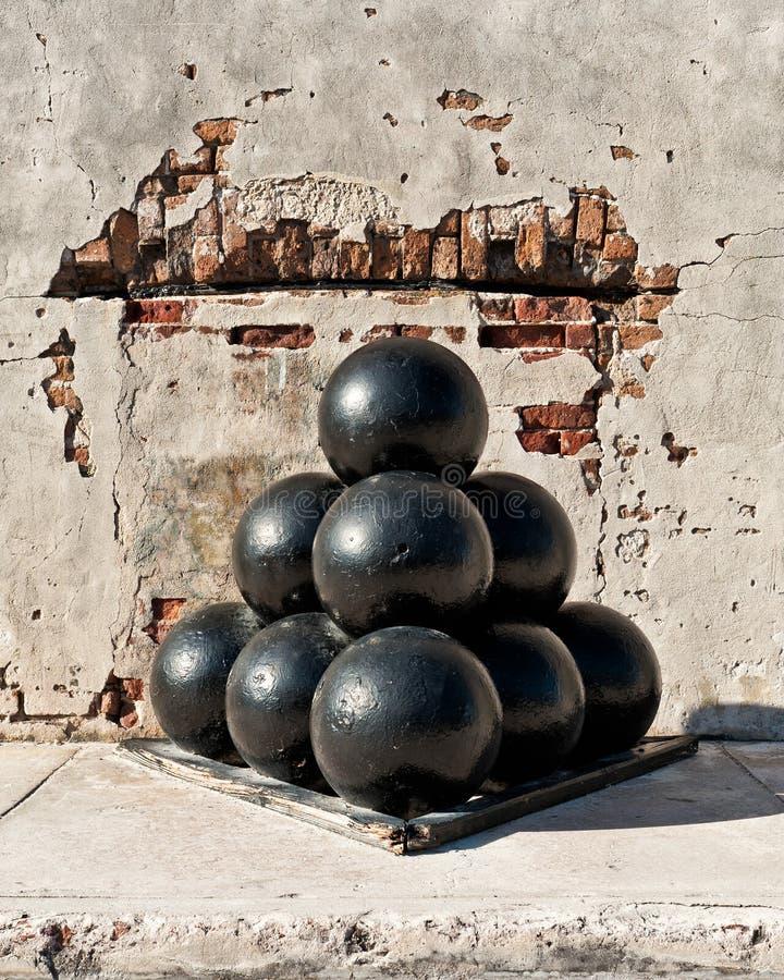 Pila de bolas de cañón foto de archivo libre de regalías