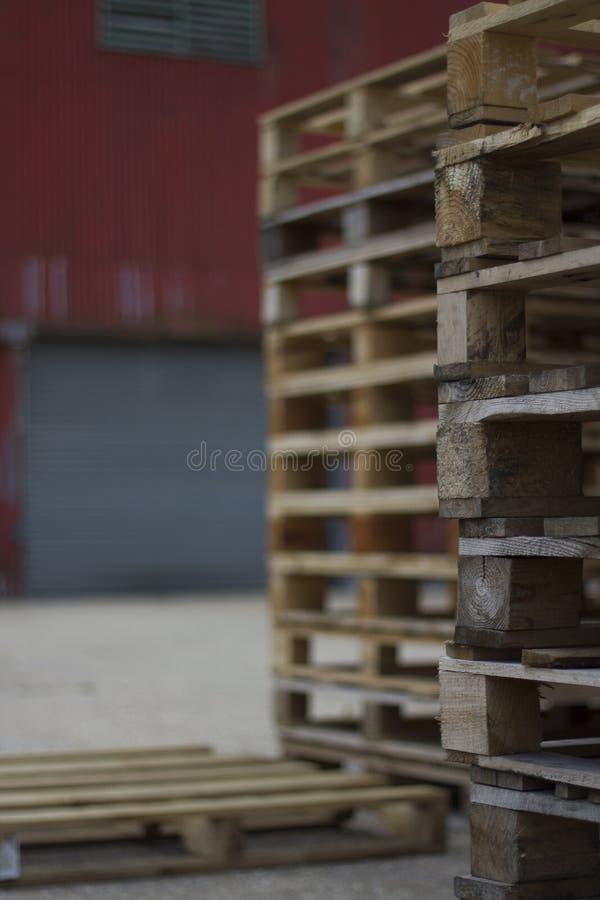 Pila de cajones imagenes de archivo