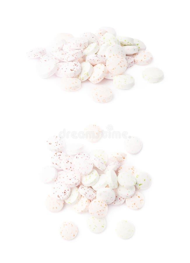 Pila de caramelos de menta blancos de la respiración aislados foto de archivo libre de regalías