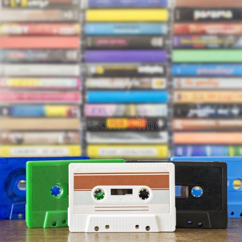 Pila de casetes audios coloridos viejos fotografía de archivo libre de regalías