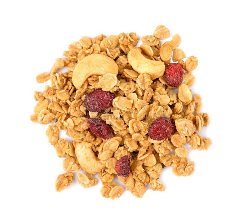 Pila de cereal del granola con el anacardo aislado en blanco imágenes de archivo libres de regalías