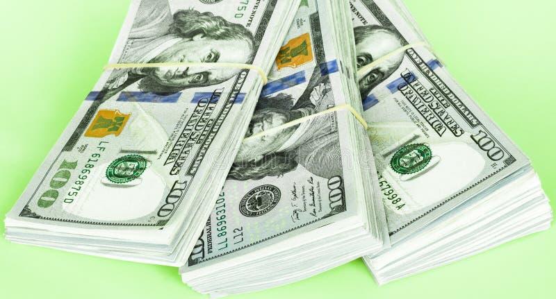 Pila de cientos cuentas de dólar imagen de archivo libre de regalías