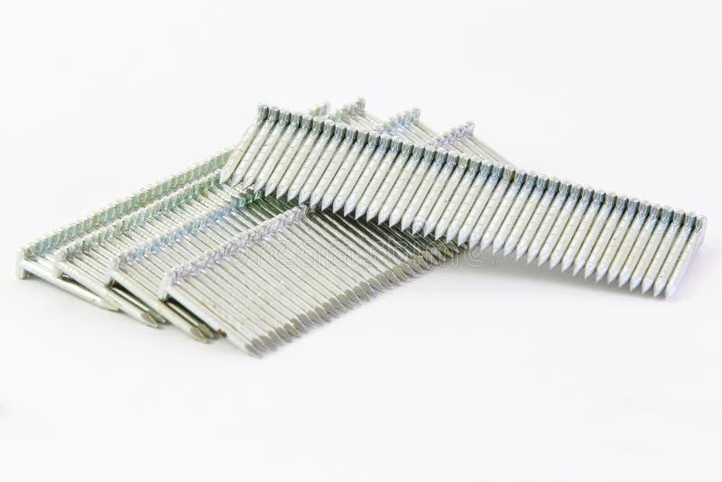 Pila de clavos usados en un nailgun (bala del nailgun) imagenes de archivo