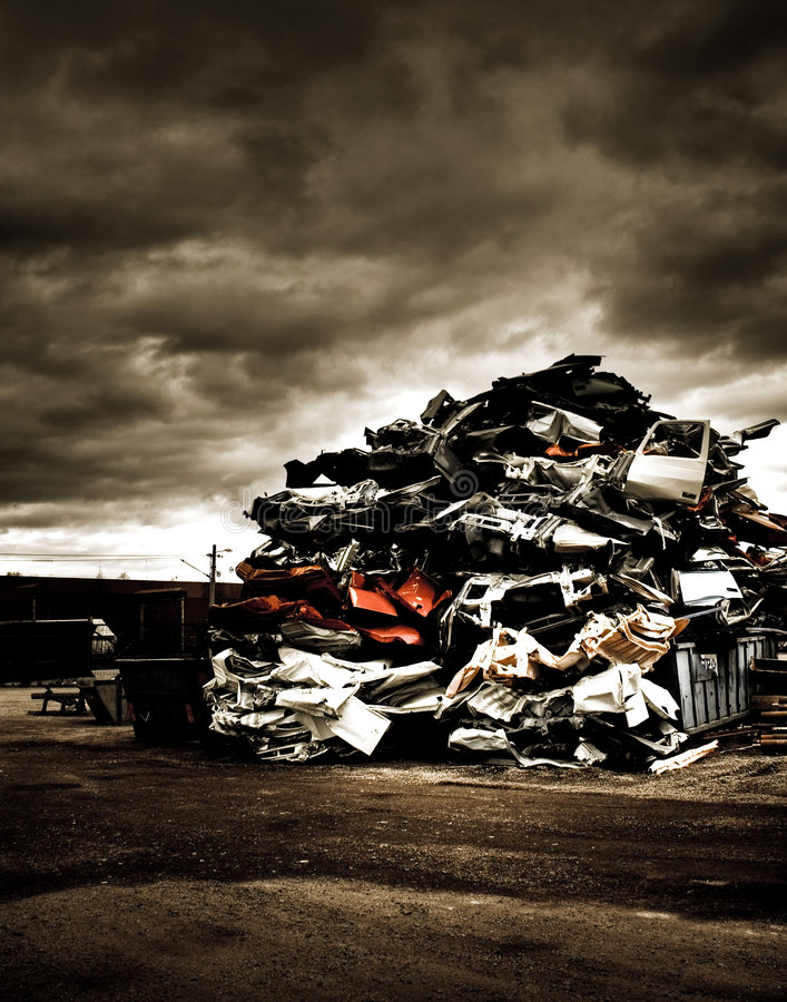 Pila de coches desechados imagen de archivo libre de regalías