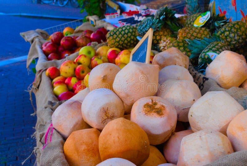 Pila de cocos imagen de archivo