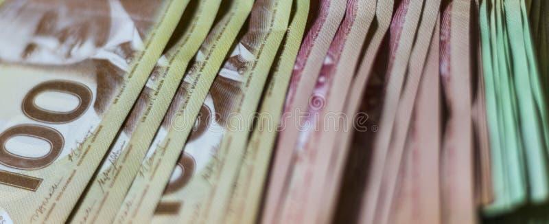 Pila de dinero canadiense fotos de archivo