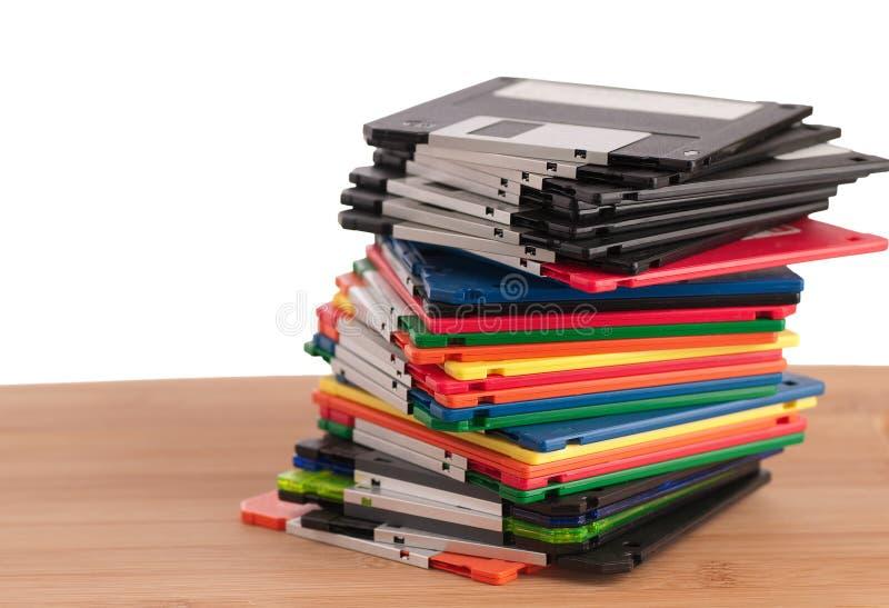Pila de diskettes coloridas y anticuadas imagen de archivo libre de regalías
