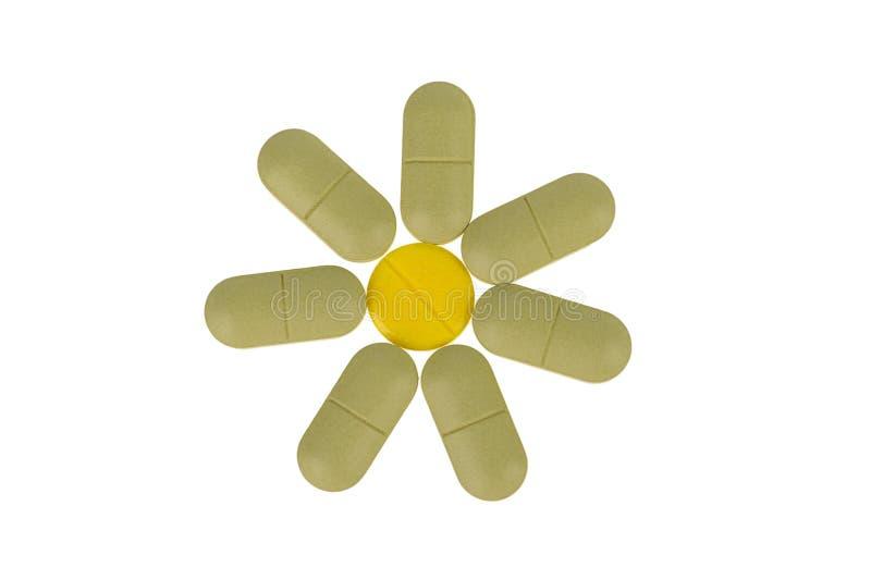 Pila de diversas píldoras aisladas en blanco imagenes de archivo