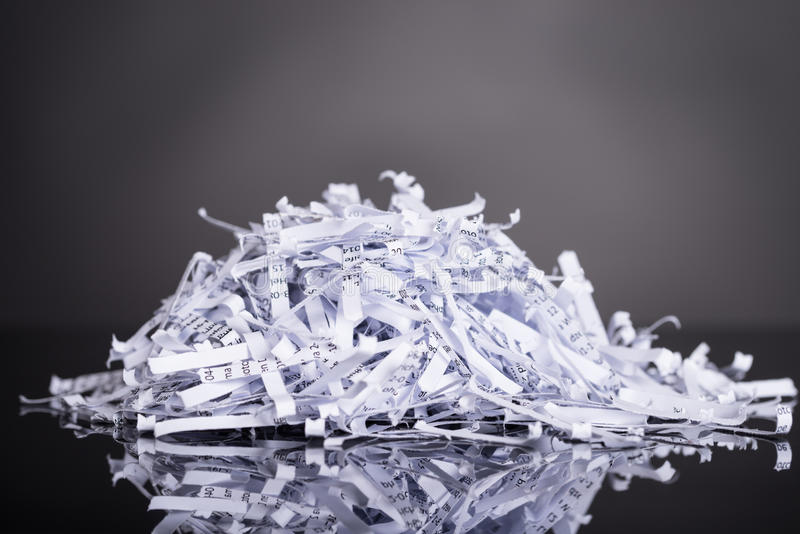 Pila de documentos destrozados imágenes de archivo libres de regalías