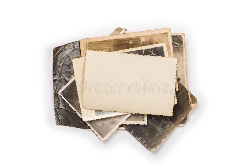Pila de fotos viejas con el camino de recortes para el interior fotos de archivo