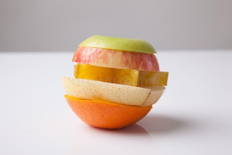 Pila de frutas cortadas de la mezcla fotografía de archivo libre de regalías