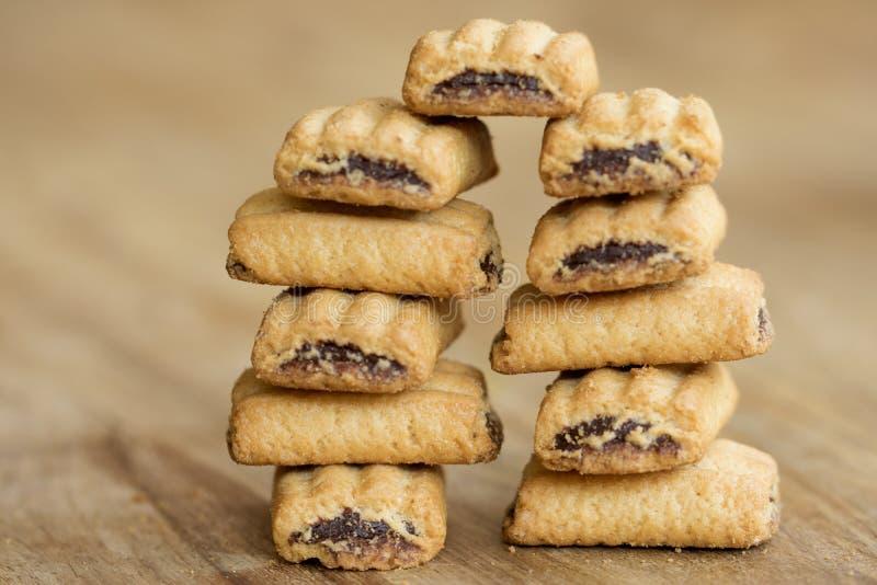 Pila de galletas rellenas para el desayuno fotografía de archivo