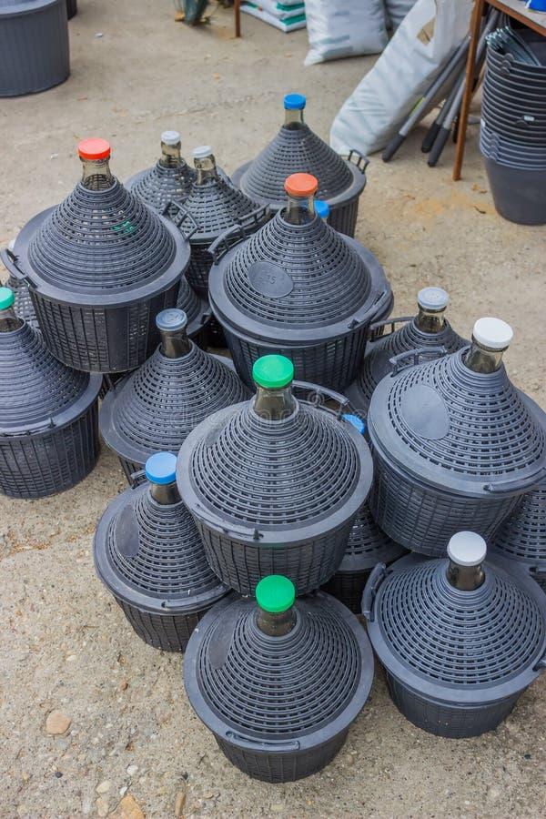 Pila de galones para el agua y el vino 3 fotos de archivo libres de regalías